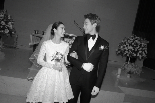 เรน (Rain) และ คิมแทฮี (Kim Tae Hee) เข้าพิธีวิวาห์สุดชื่นมื่น