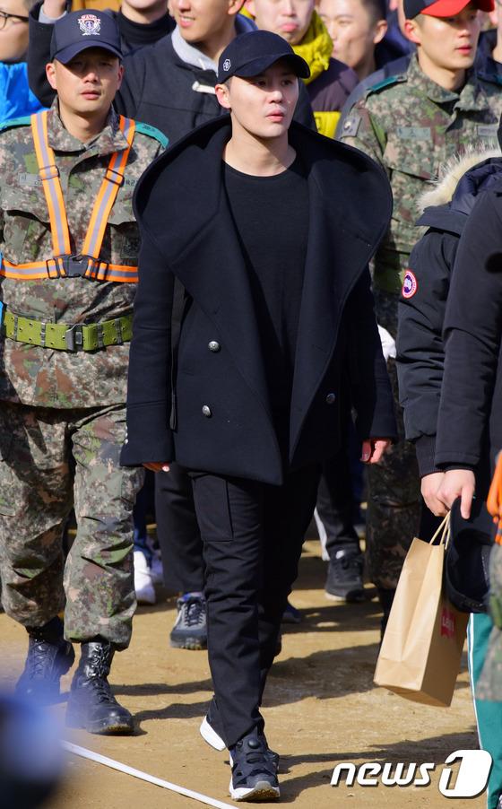 김준수, '화보같은 입소 현장~'