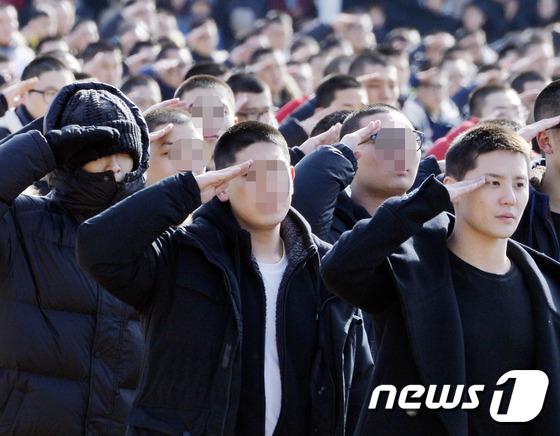 탑-김준수, '늠름한 모습으로 동반 입대~'