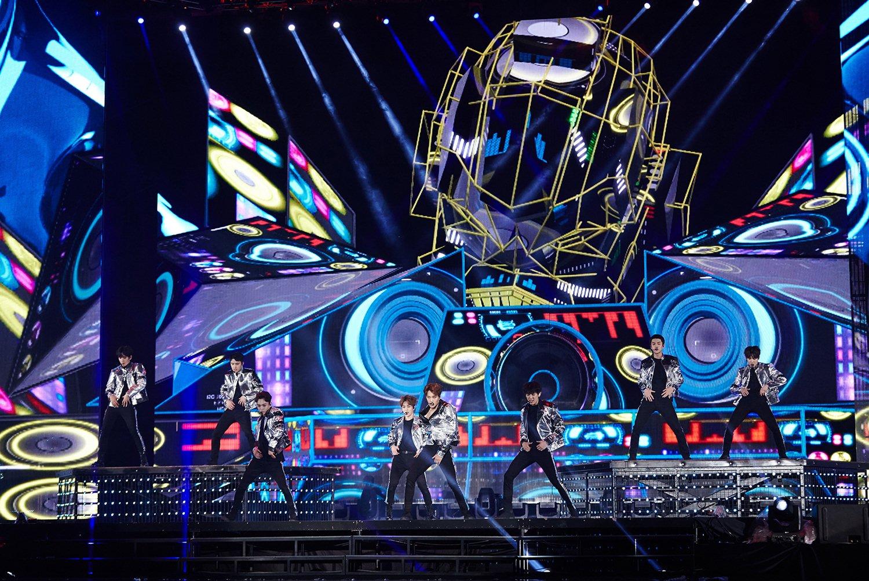[EXO 4] EXO_Encore Concert 'EXO PLANET #3 – The EXO'rDIUM[dot] –'